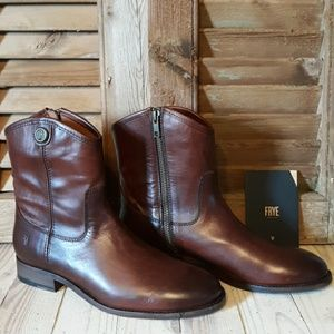 *NIB* FRYE Melissa Button Short 2 Boots
